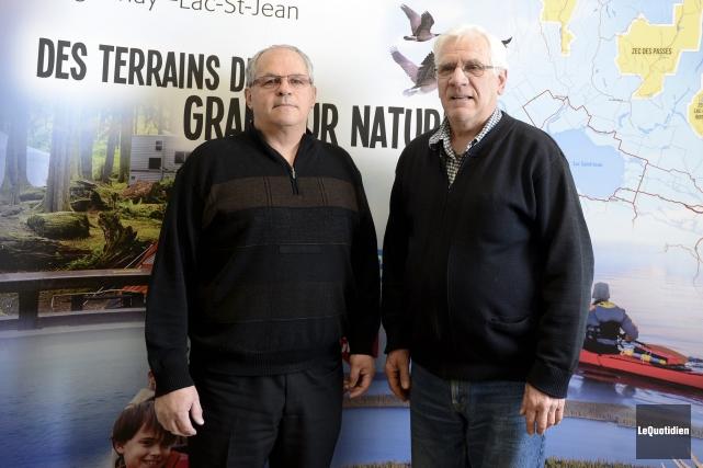 Henri Simard, président et Gilles Lemieux, vice-président du... ((Photo Le Quotidien, Jeannot Lévesque))