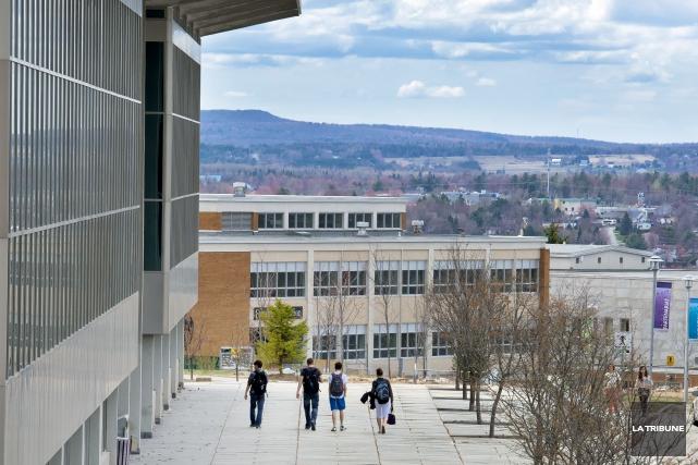 L'Université de Sherbrookedevra faire face à de nouvelles compressions de... (Archives La Tribune)