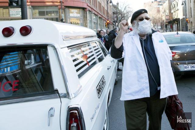 Victor-Lévy Beaulieu est arrivé au lancement de son... (Photo: Olivier Jean, La Presse)