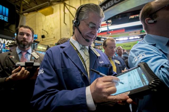 Désormais, Wall Street rebondit, «les investisseurs digérant de... (PHOTO BRENDAN MCDERMID, REUTERS)