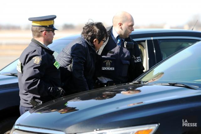 Deux des accusés ont été transporté par avion... (PHOTO MARTIN CHAMBERLAND, LA PRESSE)