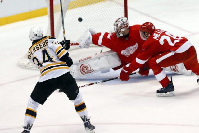 Zach Trotman des Bruins a choisi un bon moment pour signer son premier but dans... (Photo AP)