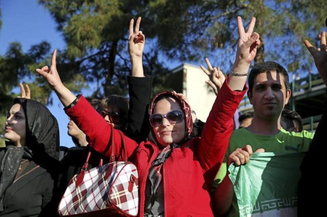 Les responsables religieux iraniens ont vendredi apporté leur appui à... (PHOTO EBRAHIM NOROOZI, ASSOCIATED PRESS)