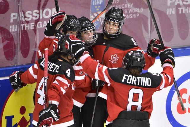 Les Canadiennes et les Américaines ont rendez-vous en... (PHOTO CLAUDIO BRESCIANI, REUTERS)
