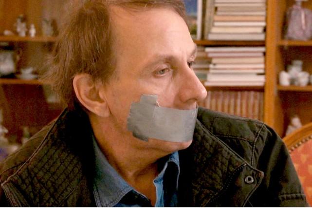 Michel Houellebecq joue son propre rôle, entre le... (Photo fournie par les films du Worso)