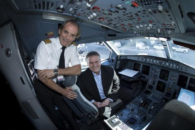 Le commandant Robert Piché et l'animateur Paul Houde,... (Photo fournie)