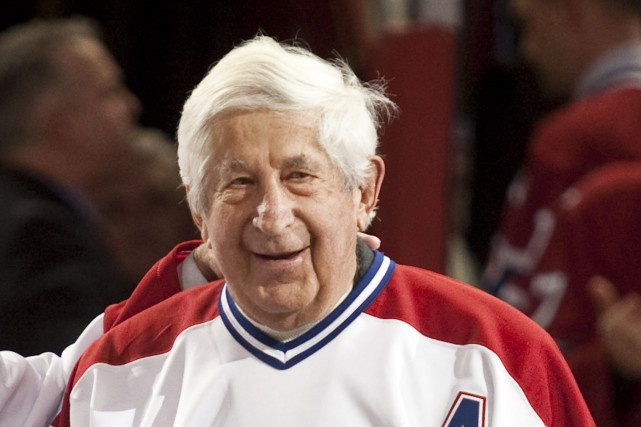 Elmer Lach a porté les couleurs du Tricolore pendant... (Photo Paul Chiasson, archives La Presse Canadienne)