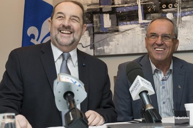 Le ministre Denis Lebel et le président du... ((Photo Le Quotidien, Frédéric Cantin))