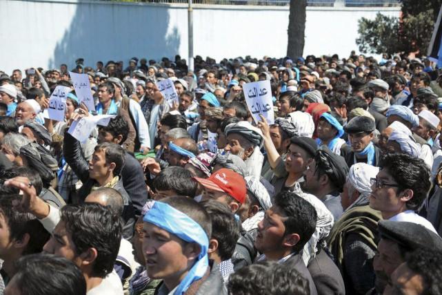 Des membres de la communauté chiite ont manifesté... (PHOTO MUSTAFA NAJAFIZADA, AP)