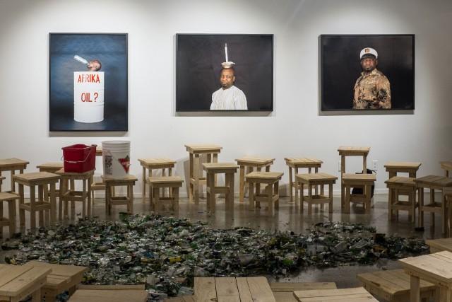 Stupid African President, 2015, installation de 5 photographies,... (Photo fournie par la galerie Samuel Lallouz)