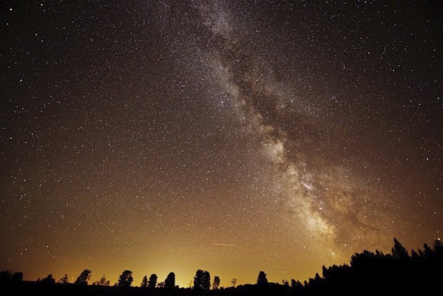 La Voie Lactée apparaît dans le ciel au-dessus... (La Presse Canadienne)
