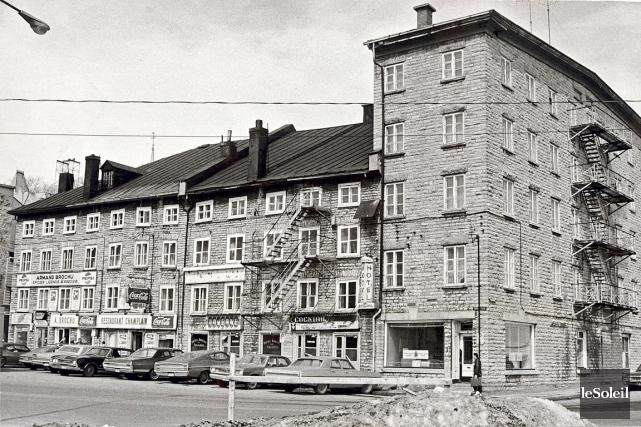 Difficile aujourd'hui d'imaginer un hôtel au lieu de la batterie royale, à deux... (Photo Archives Le Soleil)