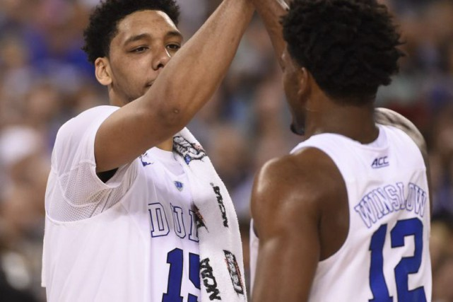 Jahlil Okafor (15) et Justise Winslow (12)... (Photo Robert Deutsch, USA TODAY Sports)