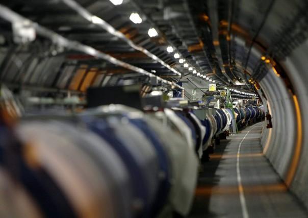 Le grand collisionneur de hadrons (LHC) comprend un... (PHOTO MARTIAL TREZZINI, ARCHIVES AP)