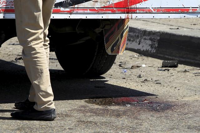 Le policier a été tué sur le coup... (PHOTO Mohamed Abd El Ghany, REUTERS)