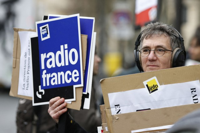 Un employé en grève de Radio France, le... (Photo Charles Platiau, Reuters)