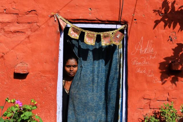Une femme atteinte de la lèpre et vivant... (Photo Chandan Khanna, AFP)