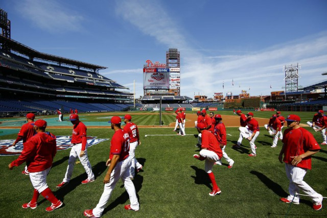 Les Phillies de Philadelphie se préparent à jouer... (Photo AP, Matt Rourke)