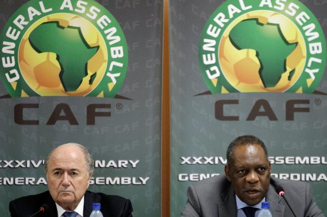 Le président de la FIFA,Sepp Blatter, et leprésident... (Photo Themba Hadebe, archives AP)