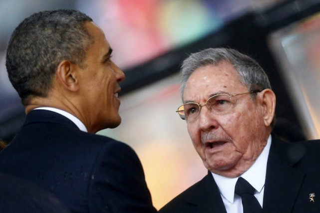 Barack Obama a brièvement rencontré Raul Castro lors... (Archives Reuters)