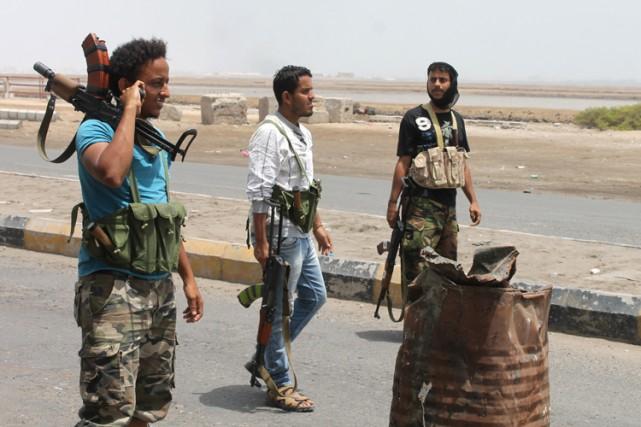 Des combattants sudistes qui soutiennentle président Hadi se... (Photo: AFP)