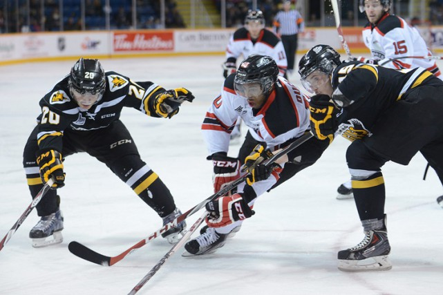 Affrontement entre les Screaming Eagles et les Remparts... (Photo: PC)