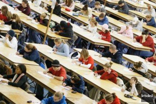 Les dernières coupures en éducation par Québec représentent en réalité une... (Photothèque Le Soleil)