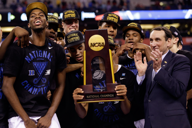 Les Blue Devils de l'Université Duke ont défait... (Photo David J. Phillip, AP)