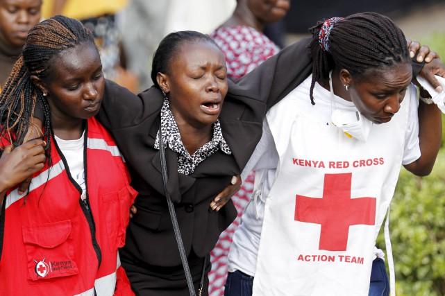 La mère d'une des 148 victimes de la... (PHOTO THOMAS MUKOYA, REUTERS)