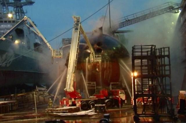 En décembre 2011, un incendie sur la coque... (IMAGE ARCHIVES AP/APTN)