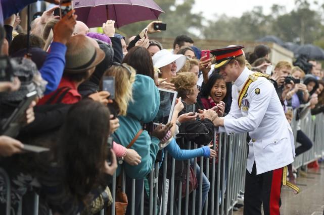Des centaines de jeunes admirateurs ont réservé au... (PHOTO AFP)