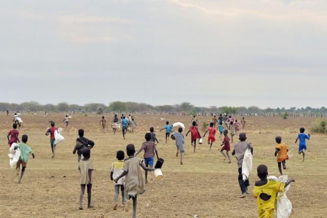 Selon l'OMS, environ 2 millions de personnes dans... (PHOTO TONY KARUMBA, AFP)