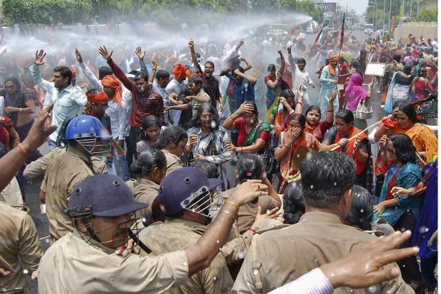 De nombreuses manifestations, pacifiques, mais aussi entachées de... (PHOTO PAWAN KUMAR, REUTERS)