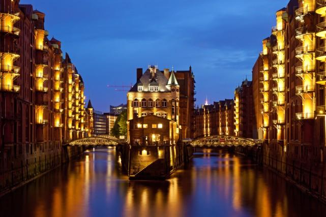 Le quartier des entrepôts à Hambourg.... (PHOTO WIKIPÉDIA)
