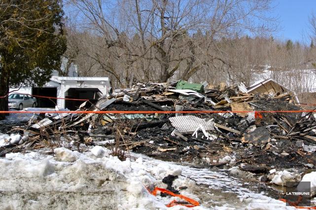 L'incendie a complètement détruit dimanche la maison d'Yvette... (La Tribune, Christine Bureau)