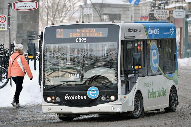 Les Écolobus ont connu leur lot d'ennuis mécaniques... (Photothèque Le Soleil, Patrice Laroche)