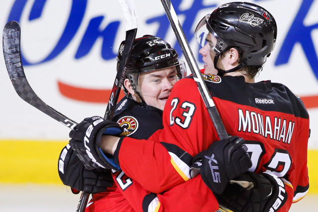 Sean Monahan (à droite) a marqué le but... (Photo Larry MacDougal, PC)