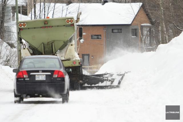 Le déneigement de la ville de Sherbrooke a coûté 1 296 140 $ de plus que prévu... (Archives La Tribune, René Marquis)