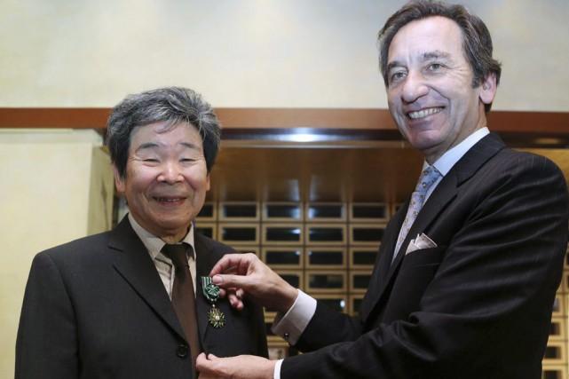 Le réalisateur Isao Takahata (à gauche) reçoit le... (Photo: AFP)