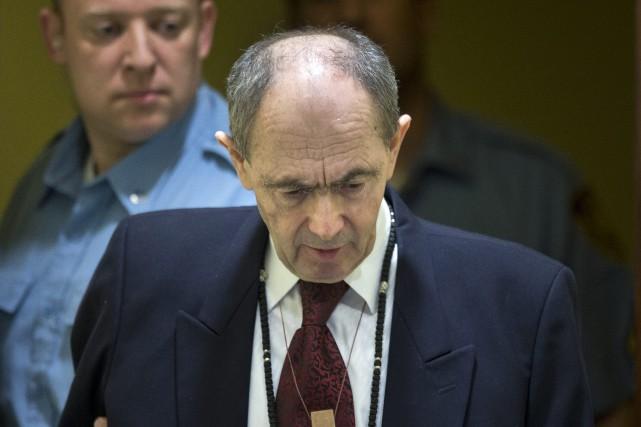 Le crâne dégarni, visage émacié, l'accusé, 66 ans,... (PHOTO PETER DEJONG, AP)