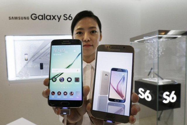 Face au succès de l'iPhone 6 d'Apple, Samsung... (Photo Ahn Young-joon, AP)