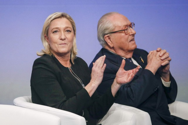 Marine et Jean-Marie Le Pen, à Lyon, le... (PHOTO ROBERT PRATTA, ARCHIVES REUTERS)