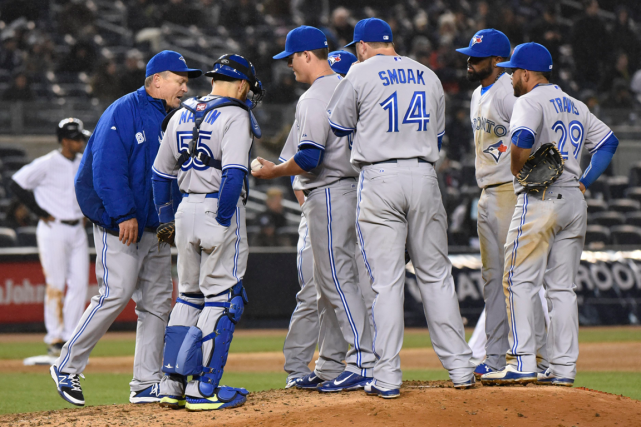 Les releveurs des Blue Jays de Toronto ont... (Photo Bill Kostroun, AP)