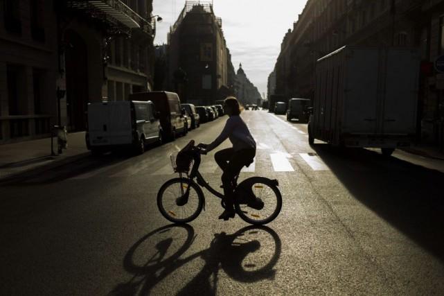 Un nouveau service de Vélib' électrique pourrait être... (PHOTO FRED DUFOUR, AFP)