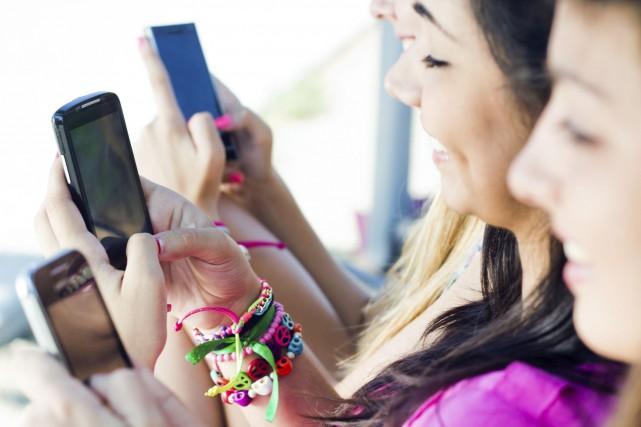 Quelque 92% de ces adolescents se connectent à... (Photo Thinkstock)