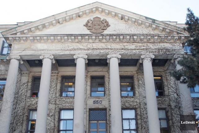 Cinq titulaires de chaire de recherche du Canada à l'Université d'Ottawa se... (Archives LeDroit)