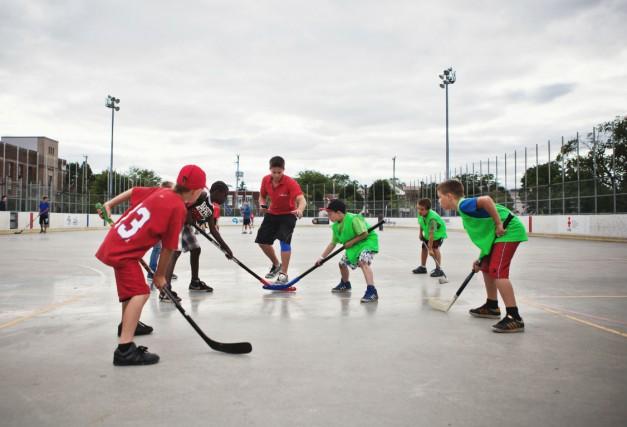 Du hockey au parc Émile....