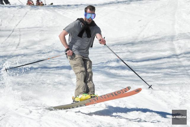 La neige et les skieurs étant toujours du paysage, des stations de ski alpin de... (Archives La Tribune, Maxime Picard)