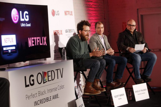 À gauche, Matt Lloyd, directeur de la photographie... (Photo: AP)
