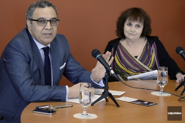 Le vice-recteur de l'UQAC Mustapha Fahmi et la... ((Photo Le Quotidien-Rocket Lavoie))